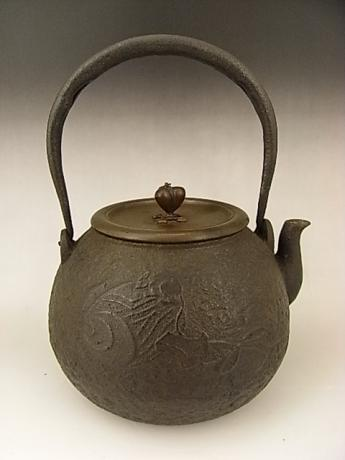 JAPANESE EARLY - MID 20TH CENTURY IRON POT WITH KOZUCHI AND MOUSE DESIGN<br><font color=red><b>SOLD</b></font>