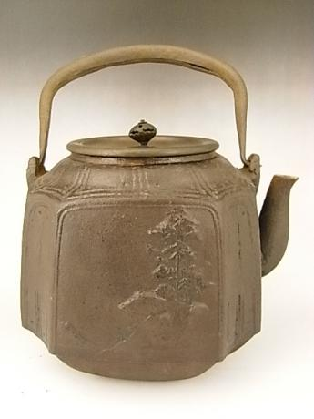 JAPANESE EARLY 20TH CENTURY IRON POT BY RYUBUNDO<br><font color=red><b>SOLD</b></font>