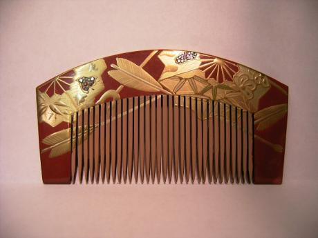JAPANESE MID SHOWA RED AND GOLD LACQUER COMB<br><font color=red><b>SOLD</b></font>