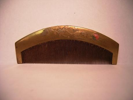 JAPANESE MEIJI PERIOD GOLD LACQUER COMB WITH INLAYS