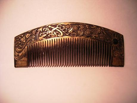 JAPANESE EARLY 20TH CENTURY MILITARY DESIGN COMB