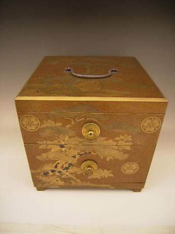 JAPANESE 19TH CENTURY GOLD LACQUER COSMETIC BOX <br><font color=red><b>SOLD</b></font>