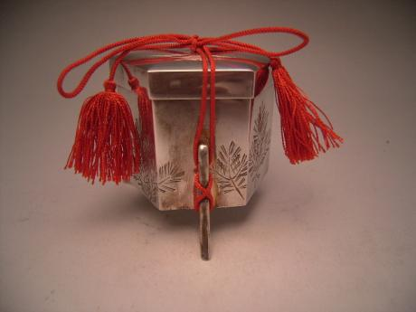 JAPANESE MID 20TH CENTURY PURE SILVER BOX<br><font color=red><b>SOLD</b></font>