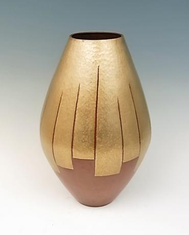 JAPANESE MID 20TH CENTURY HAND HAMMERED COPPER VASE BY GYOKUSENDO