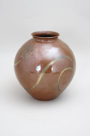 JAPANESE MID 20TH CENTURY HAND HAMMERED COPPER VASE BY GYOKUSENDO<br><font color=red><b>SOLD</b></font>