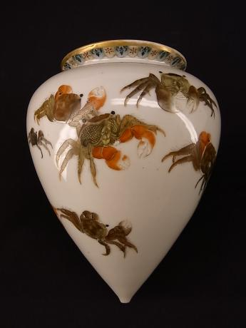 JAPANESE EARLY 20TH CENTURY KUTANI HANGING VASE WITH CRAB DESIGN<br><font color=red><b>SOLD</b></font>
