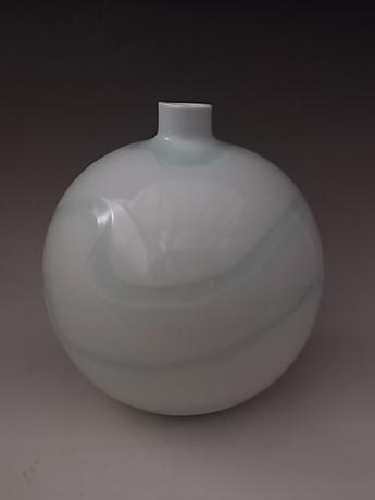 JAPANESE 20TH-21ST CENTURY PORCELAIN VASE BY TERUI ICHIGEN<br><font color=red><b>SOLD</b></font>