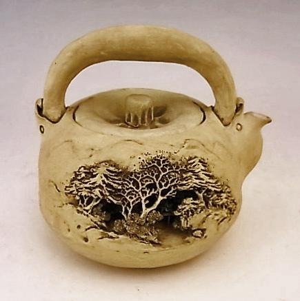 JAPANESE EARLY 20TH CENTURY EARTHENWARE TEAPOT BY SASAKI NIROKU