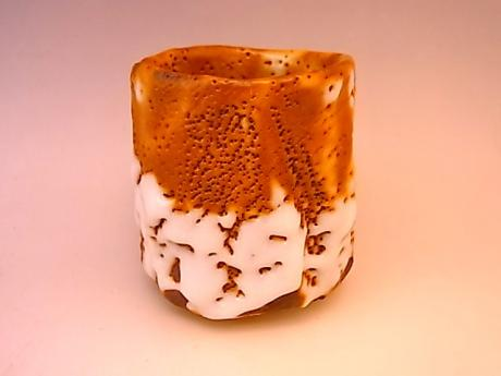 JAPANESE LATE 20TH - EARLY 21ST CENTURY SHINO WARE TEA CUP BY HAYASHI SHOTARO <br><font color=red><b>SOLD</b></font>