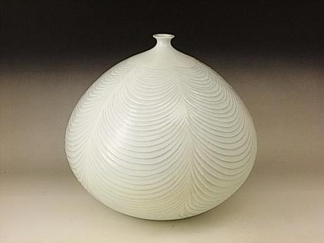 JAPANESE 20TH CENTURY PORCELAIN VASE BY FUJII SHUMEI<br><font color=red><b>SOLD</b></font>