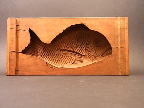 JAPANESE EARLY TO MID 20TH CENTURY SEA BREAM DESIGN KASHIGATA<br><font color=red><b>SOLD</b></font>