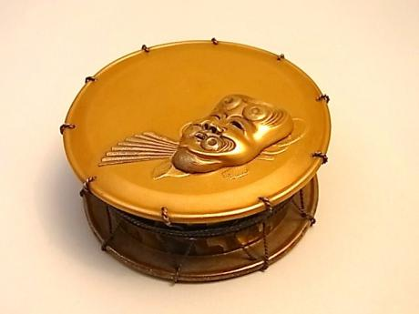 JAPANESE EARLY 20TH CENTURY GOLD LACQUER KOGO IN THE SHAPE OF A DRUM<br><font color=red><b>SOLD</b></font>
