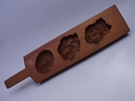 JAPANESE 20TH CENTURY KASHIGATA SWEET CAKE WOODEN?MOLD<br><font color=red><b>SOLD</b></font>