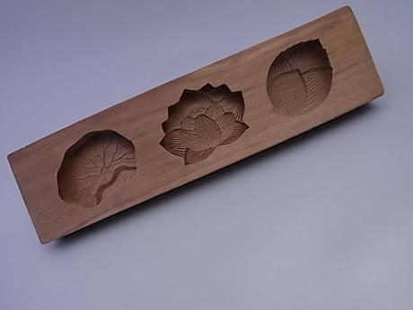 JAPANESE 20TH CENTURY WOODEN KASHIGATA SWEET CAKE MOLD<br><font color=red><b>SOLD</b></font>