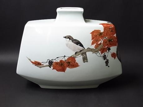 JAPANESE L. 20TH-E. 21ST CENTURY PORCELAIN VASE BY SUZUKI SOUJI<br><font color=red><b>SOLD</b></font>