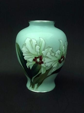 JAPANESE CLOISONNE VASE BY ANDO CLOISONNE COMPANY