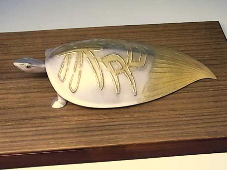 JAPANESE MID 20TH CENTURY SILVER TURTLE OKIMONO BY UNNO TAKEO