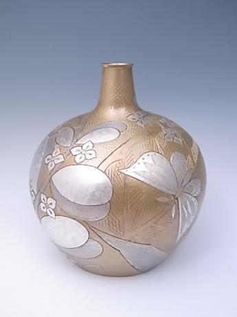 JAPANESE 20TH CENTURY METAL VASE WITH INCISED DESIGN OF FLORALS AND BUTTERFLIES BY SASAKI HIROSHI<br><font color=red><b>SOLD</b></font>