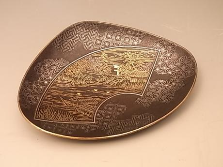 JAPANESE MEIJI PERIOD KOMAI SHELL SHAPE IRON INLAID DISH<br><font color=red><b>SOLD</b></font>