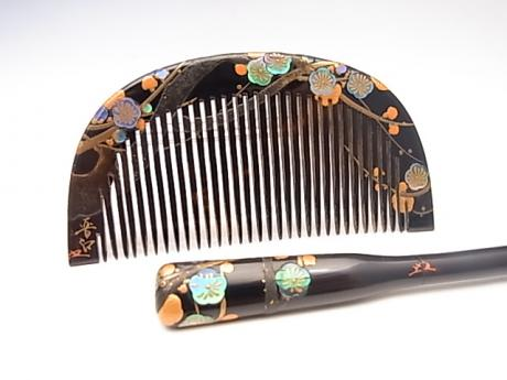 JAPANESE TAISHO TO EARLY SHOWA PERIOD PLUM DESIGN COMB AND KOGAI SET<br><font color=red><b>SOLD</b></font>