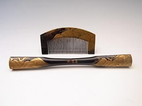 JAPANESE MEIJI-TAISHO PERIOD LACQUER COMB SET