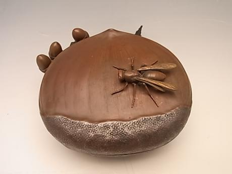 JAPANESE EARLY 20TH CENTURY BRONZE CHESTNUT BOX WITH WASP<br><font color=red><b>SOLD</b></font>