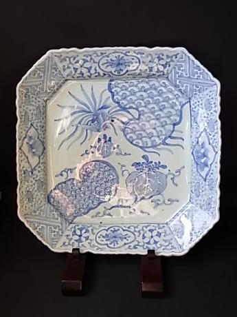 JAPANESE EARLY 20TH CENTURY BLUE AND WHITE CHARGER<br><font color=red><b>SOLD</b></font>