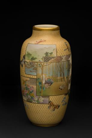 JAPANESE EARLY 20TH CENTURY SATSUMA VASE BY KINKOZAN SENZAN<br><font color=red><b>SOLD</b></font>