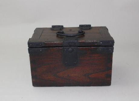 JAPANESE EARLY 20TH CENTURY PERIOD WOODEN BOX FOR CHOP STORAGE (IN BAKO)<br><font color=red><b>SOLD</b></font>