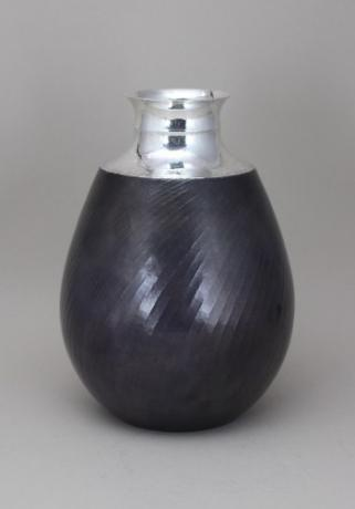 JAPANESE PURE SILVER HAND HAMMERED VASE BY LNT ARTIST SEKIYA SHIRO <br><font color=red><b>SOLD</b></font>