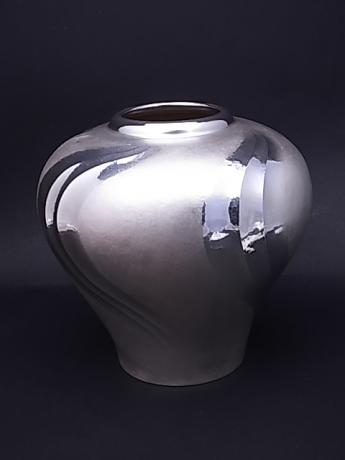 JAPANESE MID 20TH C PURE SILVER VASE WITH SWIRL DESIGN