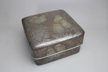JAPANESE 20TH CENTURY LACQUER BOX BY LNT MAE FUMIO (1940-)<br><font color=red><b>SOLD</b></font>
