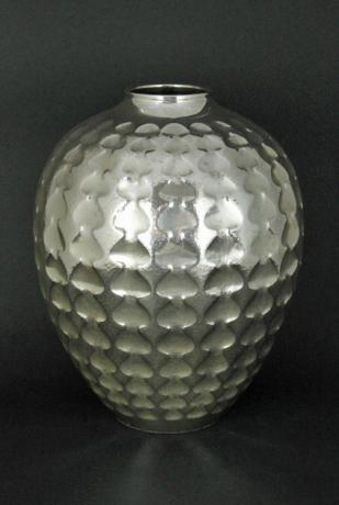 JAPANESE 20TH CENTURY PURE SILVER VASE WITH SPADES DESIGN<br><font color=red><b>SOLD</b></font>