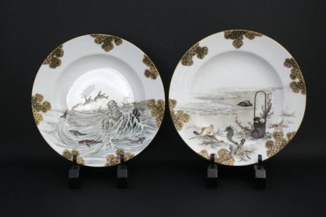 JAPANESE EARLY 20TH CENTURY PAIR OF MAKUZU STYLE PORCELAIN PLATES BY IMURA<br><font color=red><b>SOLD</b></font