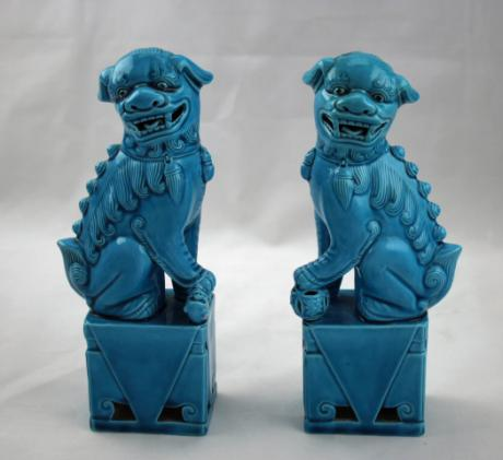 CHINESE EARLY TO MID 20TH CENTURY PAIR OF PORCELAIN TURQUOISE GLAZE FOO DOGS