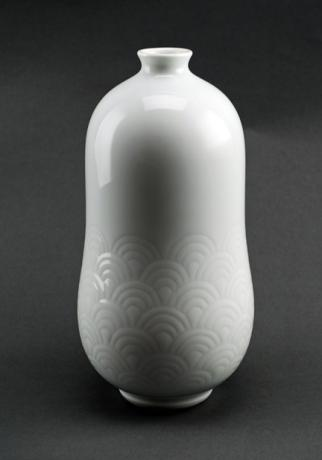 JAPANESE LATE 20th CENTURY HAKUJI VASE BY LNT INOUE MANJI