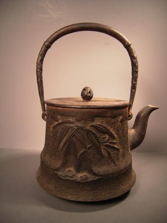 EARLY 20TH CENTURY BAMBOO DESIGN IRON POT