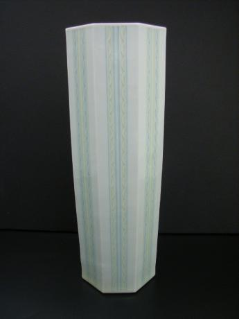 20TH CENTURY ITO SUIKO PORCELAIN VASE <br><font color=red><b>SOLD</b></font>