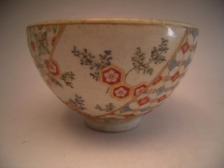 JAPANESE LATE 19TH CENTURY KYOTO WARE TEA BOWL<br><font color=red><b>SOLD</b></font>