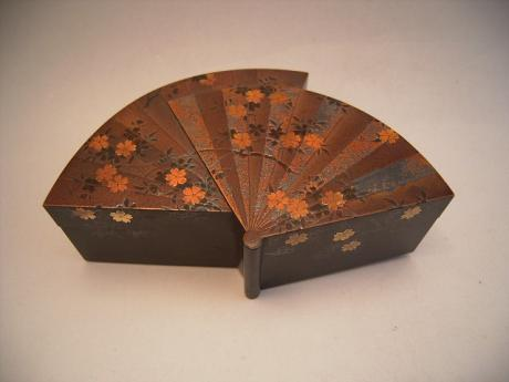JAPANESE MEIJI PERIOD FAN SHAPED LACQUERED BOX<br><font color=red><b>SOLD</b></font>