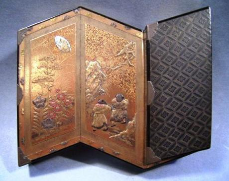 MEIJI PERIOD FOLDING SCREEN SHAPED SMALL LACQUER BOX<br><font color=red><b>SOLD</b></font>