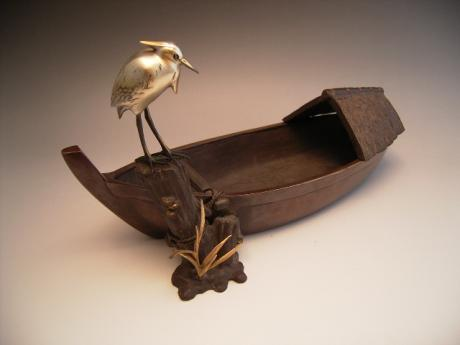 JAPANESE EARLY 20TH CENTURY BRONZE BOAT AND HERON, SIGNED SHUSEI<br><font color=red><b>SOLD</b></font>