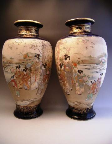 JAPANESE EARLY 20TH CENTURY PAIR OF LARGE KINKOZAN VASES<br><font color=red><b>SOLD</b></font>