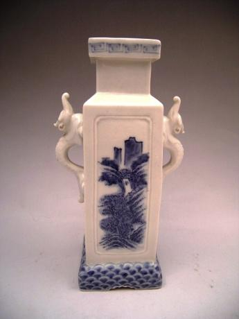JAPANESE EARLY MEIJI PERIOD HIRADO VASE<br><font color=red><b>SOLD</b></font>