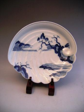 JAPANESE EARLY 19TH CENTURY BLUE AND WHITE HIRADO WARE DISH<br><font color=red><b>SOLD</b></font>