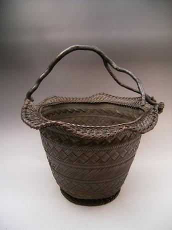JAPANESE EARLY 19TH CENTURY LARGE BAMBOO BASKET, SIGNED HOHUNSAI<br><font color=red><b>SOLD</b></font>