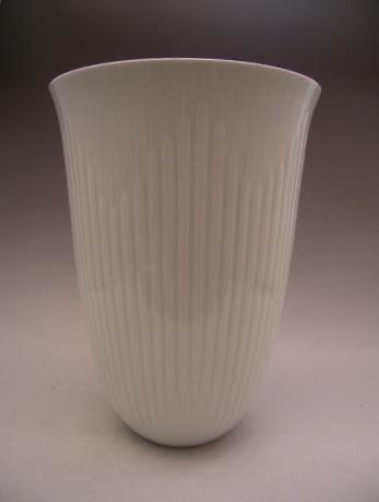 JAPANESE 20TH CENTURY WHITE CELADON LARGE VASE BY NONAKA TAKU<br><font color=red><b>SOLD</b></font>