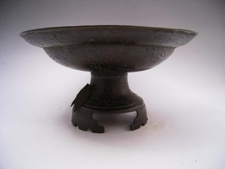 JAPANESE MEIJI PERIOD BRONZE CICADA DESIGN USUBATA FLOWER HOLDER<br><font color=red><b>SOLD</b></font>