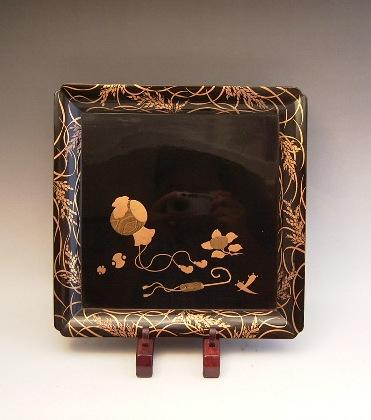 JAPANESE LATE 19TH CENTURY BLACK AND GOLD LACQUER TRAY