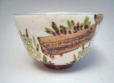 JAPANESE 20TH CENTURY FLORAL DESIGN TEA BOWL